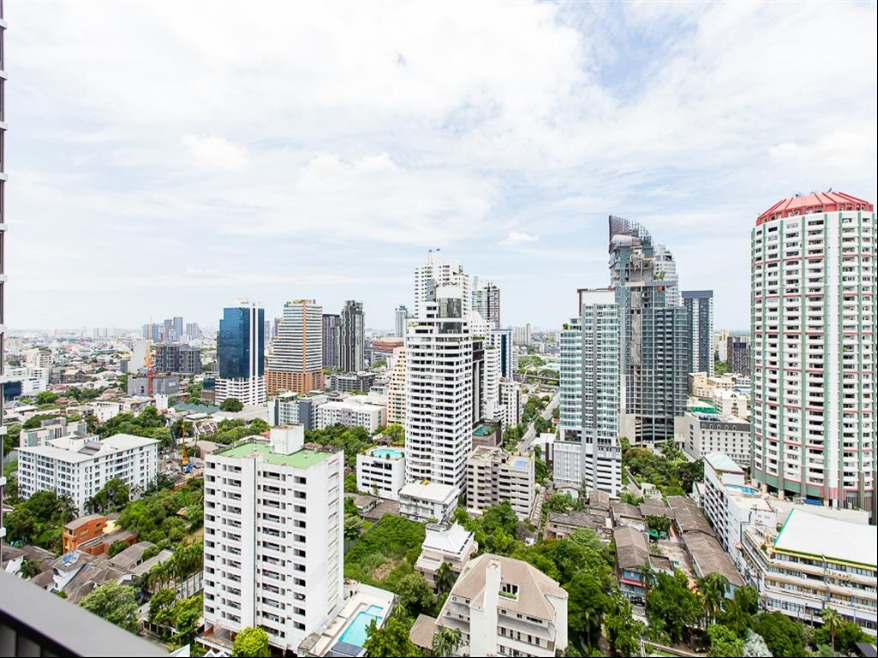 Propfit Agency's 1 Br Condo at Quattro by Sansiri 14